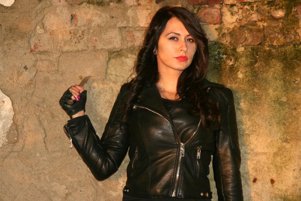 Girl Leather Jacket Knife  - AdinaVoicu / Pixabay